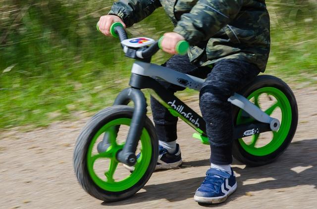 バランスバイク選びの4つのポイント。2歳から乗れば運動神経が良くなる!?
